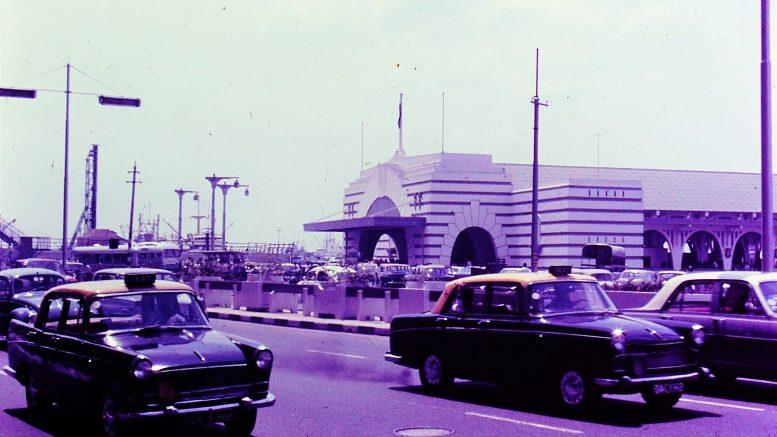 A Singapore street scene in 1968; photo taken by Leonard Shaffer.
